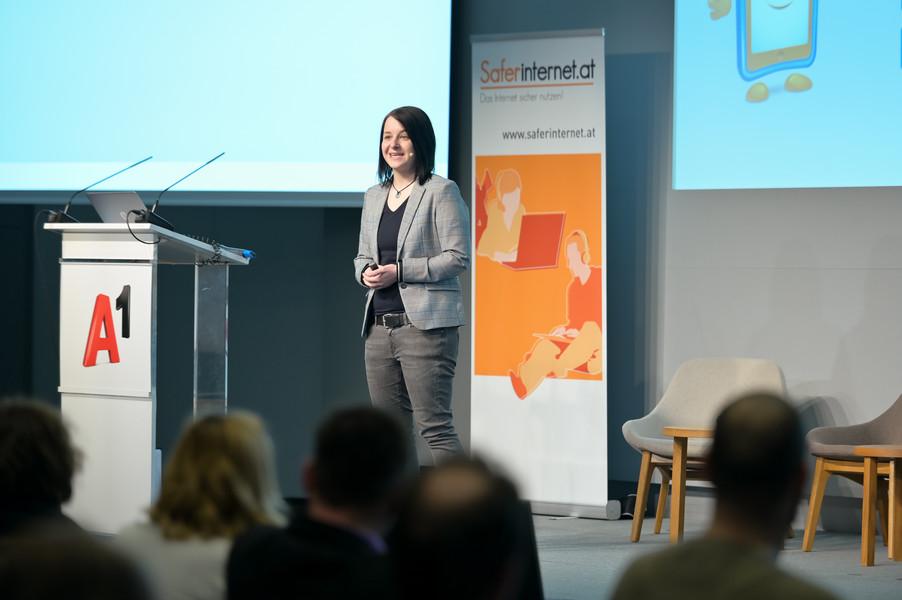 """BuPP-Expertin Anna Eder trägt zum Thema """"digitale Spiele"""" vor"""