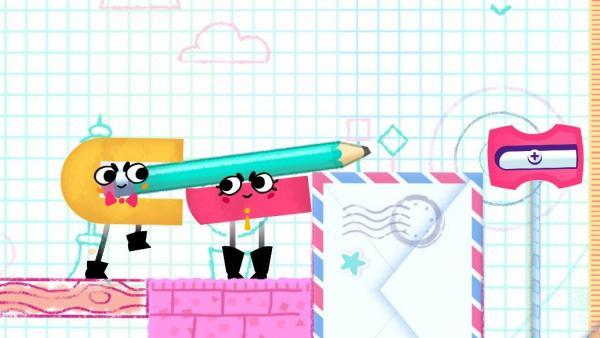 Screenshot: Zwei Papierfiguren bewegen einen Stift in einen Anspitzer.